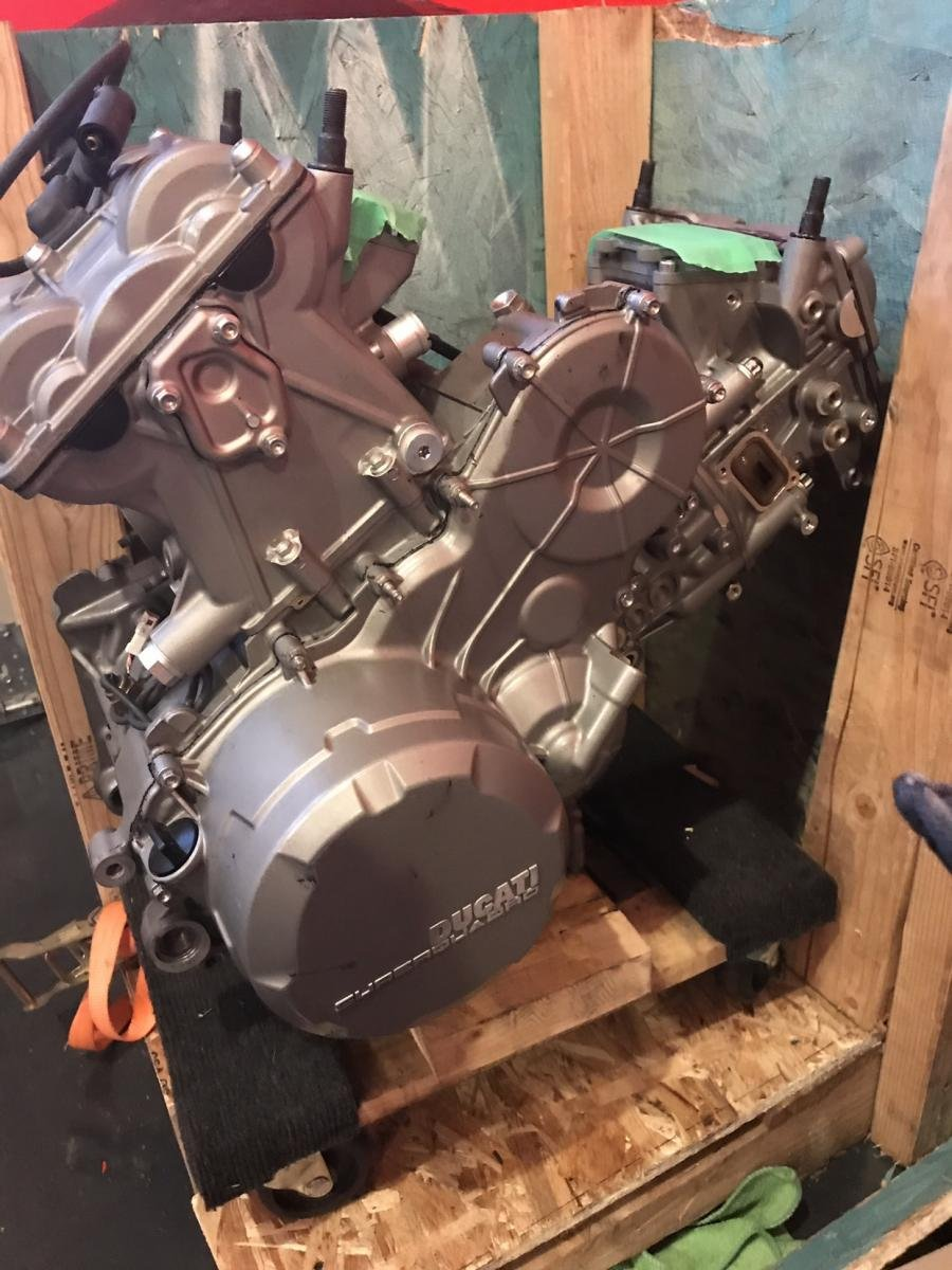 899 engine-img_0776.jpg
